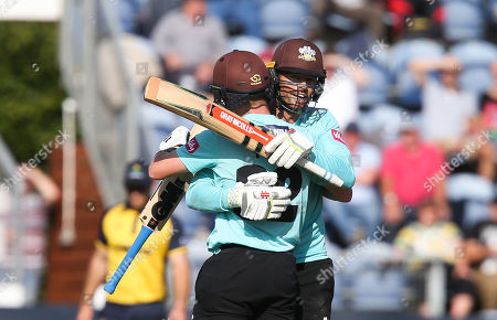Ollie Pope of Surrey and Ben Foakes of Surrey congratulate each other at the end of the match