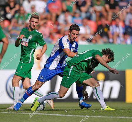 11.08.2019, Football DFB-Pokal 2019/2020, 1.round, VfB Eichstaett - Hertha BSc Berlin, Audi-Sportpark Ingolstadt, v.li: Mathew Leckie (Hertha BSC Berlin) - Florian Lamprecht (Eichstaett).