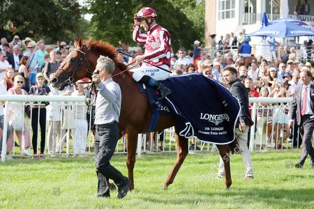 , Hoppegarten, French King with Olivier Peslier up after winning the 129. Longines Grosser Preis von Berlin at Hoppegarten racecourse, Germany.