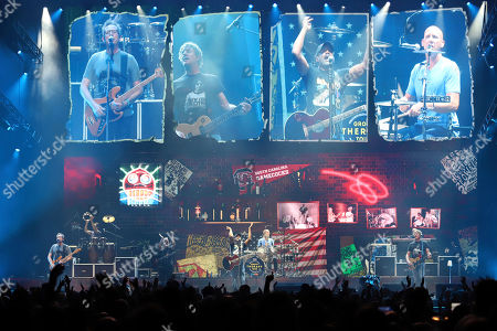 Darius Rucker, center, of Hootie & the Blowfish performs at Madison Square Garden, in New York
