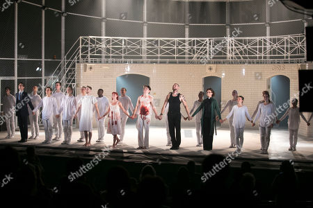 Cordelia Braithwaite (Juliet), Paris Fitzpatrick (Romeo) and members of the company during the curtain call