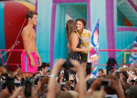 Jessica Alba, Zendaya. Jessica Alba, second left, presents the choice summer movie actress award to Zendaya at the Teen Choice Awards, in Hermosa Beach, Calif