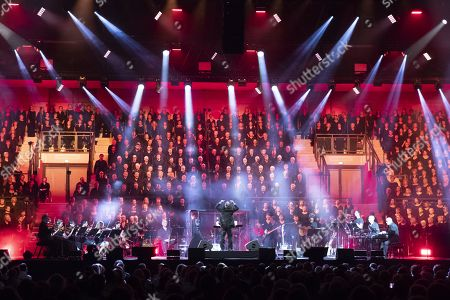 '1000 Chorists' tribute to Charles Aznavour performed by the Philharmonic Orchestra