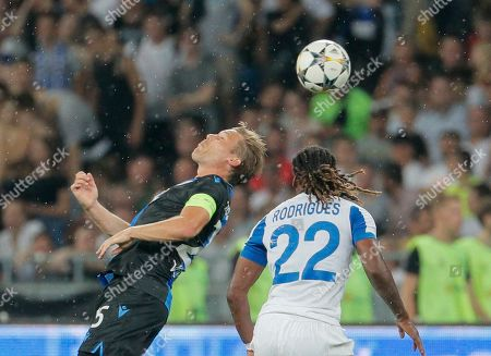 Ruud Vormer (L) of Brugge and Gerson Rodrigues (R) of Dynamo in action during the UEFA Champions League third qualifying round, second leg soccer match between FC Dynamo Kyiv and Club Brugge FC in Kiev, Ukraine, 13 August 2019.