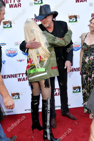 Gwen Stefani and Trace Adkins