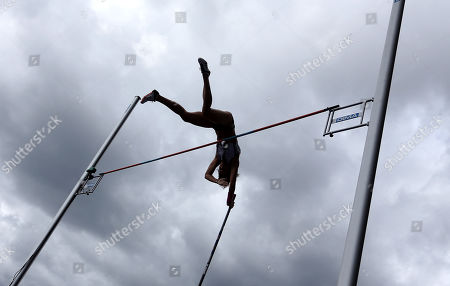 Jennifer Suhr of the USA in the Pole Vault