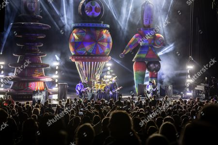 Stock Image of The Smashing Pumpkins - Jeff Schroeder, Jack Bates, Jimmy Chamberlin, Billy Corgan and James Iha