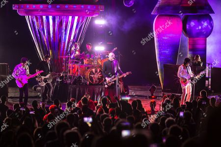 The Smashing Pumpkins - Jeff Schroeder, Jack Bates, Jimmy Chamberlin, Billy Corgan and James Iha