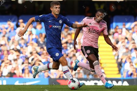 Christian Pulisic of Chelsea beats Ricardo Pereira of Leicester City - Chelsea v Leicester City, Premier League, Stamford Bridge, London, UK - 18th August 2019 Editorial Use Only - DataCo restrictions apply