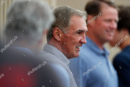 Mike shanahan, r m. Former Denver Broncos head coach Mike Shanahan, center, looks on as his son, San Francisco 49ers head coach Kyle Shanahan (not shown), directs his team during a combined NFL football training camp with the San Francisco 49ers at the Broncos' headquarters, in Englewood, Colo