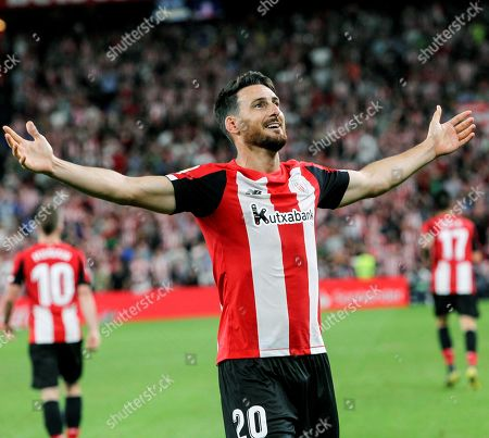 Athletic Bilbao's striker Aritz Aduriz celebrates after scoring against FC Barcelona during a Spanish LaLiga soccer match between Athletic Bilbao and FC Barcelona at the San Mames stadium in Bilbao, Spain, 16 August 2019.