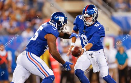 New York Giants quarterback Daniel Jones (8) hands of the ball to running back Rod Smith (45) during NFL football game against the Chicago Bears, in East Rutherford, N.J