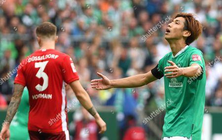 Bremen's Yuya Osako (R) reacts during the German Bundesliga soccer match between SV Werder Bremen and Fortuna Duesseldorf in Bremen, Germany, 17 August 2019.