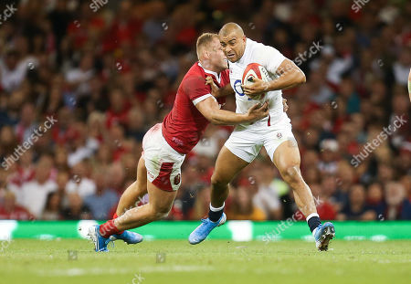 Jonathan Joseph of England takes on Ross Moriarty of Wales