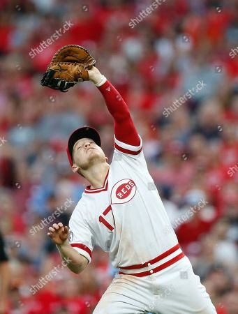 Cincinnati Reds' Josh VanMeter (17) fields a fly ball off the bat of St. Louis Cardinals' Tommy Edman during the fifth inning of a baseball game, in Cincinnati