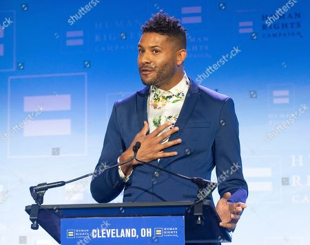 Actor and model Jeffrey Bowyer-Chapman speaks at the Human Rights Campaign Cleveland Dinner