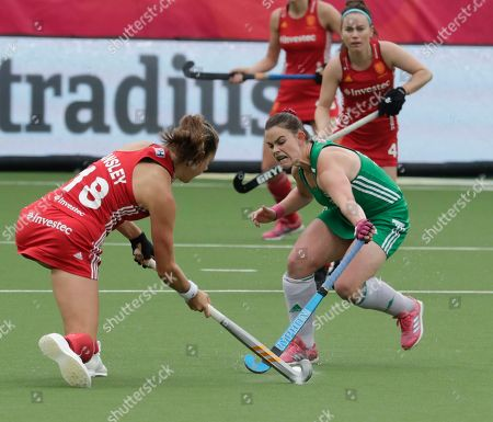 Elizabeth Colvin of Ireland  (R) and Giselle Ansley of England in action during the EuroHockey 2019 Women match between England and Ireland in Antwerp, Belgium, 18 August 2019.
