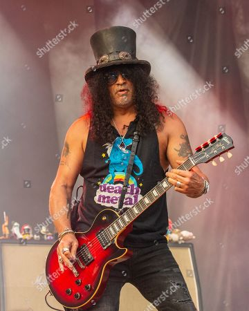 Slash featuring Myles Kennedy and the Conspirators - Saul Hudson