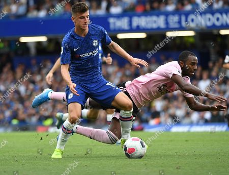 Chelsea's Mason Mount (L) in action against Leicester's Ricardo Pereira (R) during the English Premier League soccer match between Chelsea FC and Leicester FC at Stamford Bridge in London, Britain, 18 August 2019.