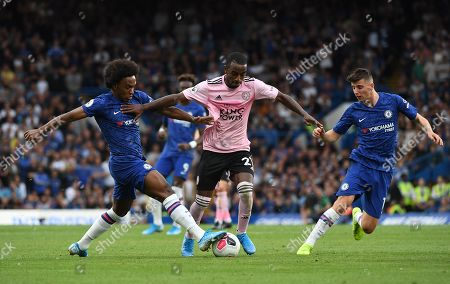 Chelsea's Willian (L) in action against Leicester's Ricardo Pereira (C) during the English Premier League soccer match between Chelsea FC and Leicester FC at Stamford Bridge in London, Britain, 18 August 2019.