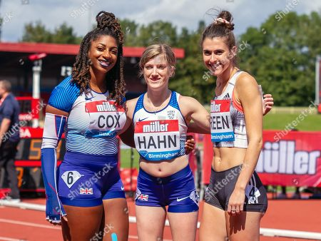 Kadeena Cox (third place), Sophie Hahn (first) and Olivia Breen (second) after the women's T35 / 38 100 metres