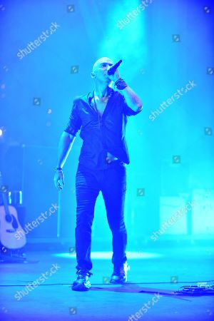 Live - Ed Kowalczyk performs during The Altimate Tour