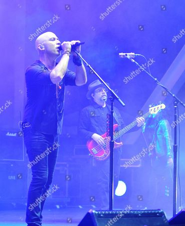 Live - Ed Kowalczyk and Patrick Dahlheimer perform during The Altimate Tour