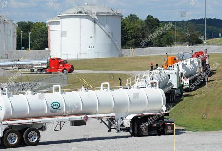 Tanker trucks lined up at a Colonial Pipeline Co. facility in Pelham, Ala., near the scene of a 250,000-gallon gasoline spill caused by a ruptured pipeline. The Georgia-based company has filed a federal lawsuit blaming an Alabama-based contractor, Ceco Pipeline Services, for the spill