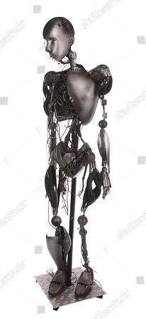 A full-size, battle-damaged NS-5 robot from Alex Proyas' sci-fi action film I, Robot. Estimate: £8000 - £12000.