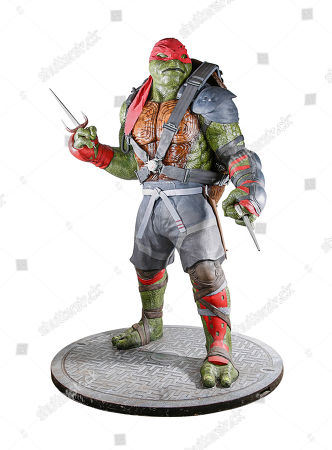 A life-size Teenage Mutant Ninja Turtle statue from the promotion of Dave Green's action comedy sequel Teenage Mutant Ninja Turtles: Out of the Shadows. Estimate: £4000 - £6000.
