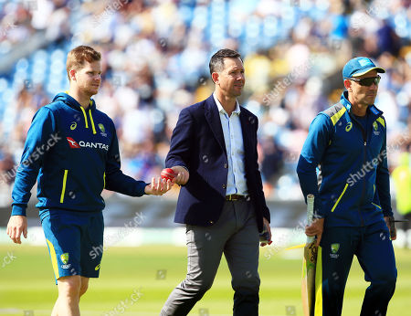 Australia head coach Justin Langer, Steve Smith and Ricky Ponting ahead of the game