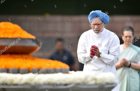 Former Prime Minister Manmohan Singh and Congress Interim President Sonia Gandhi pay homage to former Prime Minister Rajiv Gandhi for his 75th birth anniversary at Veer Bhumi