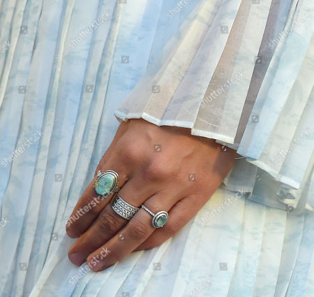 Colbie Caillat, ring detail