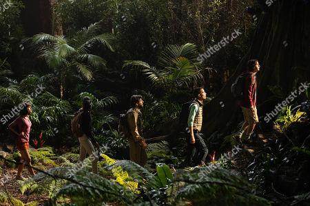 Isabela Moner as Dora, Madeleine Madden as Sammy, Eugenio Derbez as Alejandro, Jeff Wahlberg as Diego and Nicholas Coombe as Randy