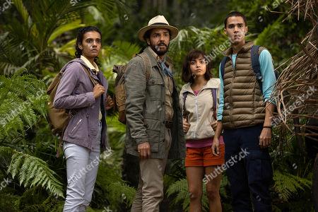 Madeleine Madden as Sammy, Eugenio Derbez as Alejandro, Isabela Moner as Dora and Jeff Wahlberg as Diego