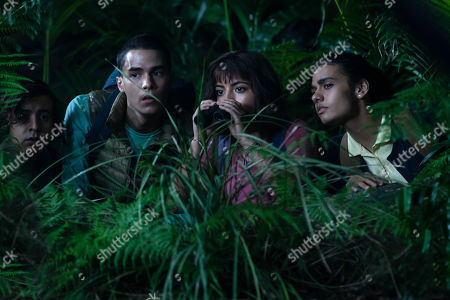 Nicholas Coombe as Randy, Jeff Wahlberg as Diego, Isabela Moner as Dora and Madeleine Madden as Sammy
