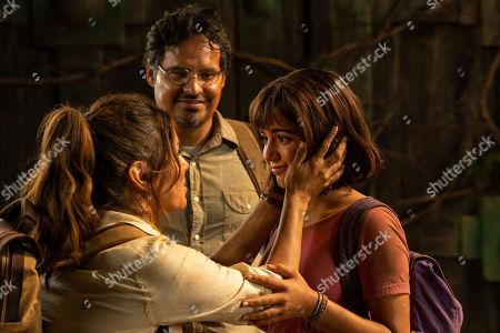 Eva Longoria as Elena, Michael Pena as Cole and Isabela Moner as Dora