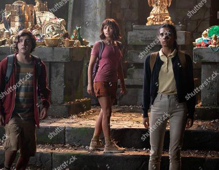 Nicholas Coombe as Randy, Isabela Moner as Dora and Madeleine Madden as Sammy