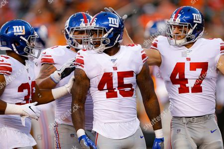 New York Giants running back Rod Smith (45) celebrates his touchdown withteammates during the first half of an NFL preseason football game against the Cincinnati Bengals, in Cincinnati