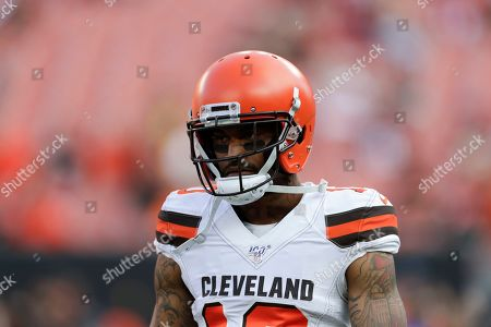 Cleveland Browns wide receiver Jaelen Strong (10) warms up before an NFL preseason football game Washington Redskins, in Cleveland