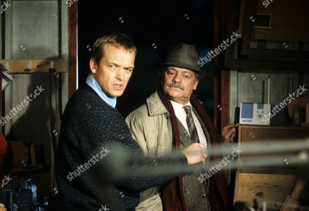 Picture shows - Christopher Fulford as Ronald Gould and David Jason as D.I. Jack Frost