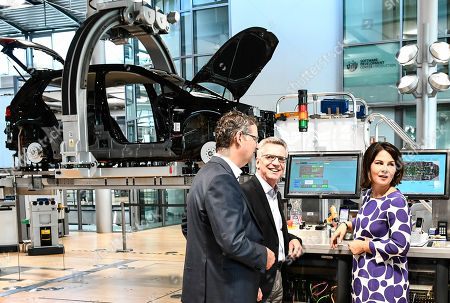 (L-R) Social Democrat Thorsten Schaefer-Guembel, former German Interior Minister Thomas de Maiziere (CDU) and Germany's Greens party co-leader Annalena Baerbock during their visit of the Volkswagen Transparent Factory prior to panel discussion in Dresden, Germany, 23 August 2019.