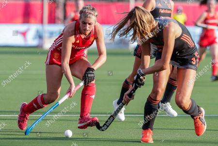 Sarah Evans of England (L) and Sanne Koolen of Netherlands in action during the EuroHockey 2019 Women's semi-final match between Belgium and England and Netherlands in Antwerp, Belgium, 23 August 2019.