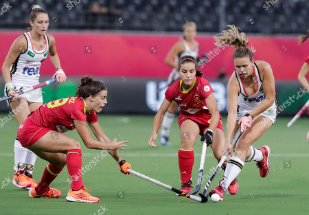 Lucia Jimenez of Spain (L) and Anne Schroder of Germany (R) in action during the EuroHockey 2019 Women's semi-final match between Spain and Germany in Antwerp, Belgium, 23 August 2019.