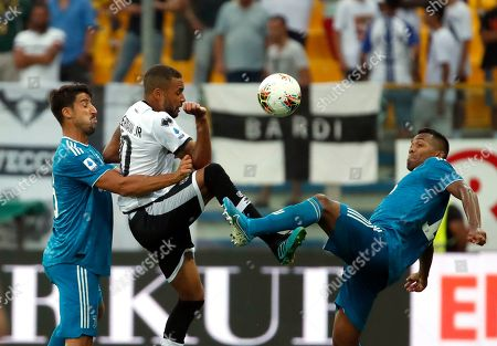 Parma's Hernani, center, duels for the ball with Juventus' Sami Khedira, left, and Juventus' Alex Sandro during the Serie A soccer match between Parma and Juventus at the Tardini stadium, in Parma, Italy
