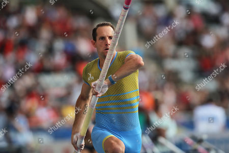 Renaud Lavillenie of France in action during the men's Pole Vault at the IAAF Diamond League meeting at the stade Charlety in Paris, France, 24 August 2019.