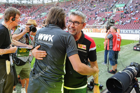 Cheftrainer Martin Schmidt (FC Augsburg) and Cheftrainer Urs Fischer (1.FC Union Berlin) sagen Hallo, FC Augsburg - 1.FC Union Berlin, Bundesliga, 24.08.2019 DFL REGULATIONS PROHIBIT ANY USE OF PHOTOGRAPHS AS IMAGE SEQUENCES AND/OR QUASI-VIDEO
