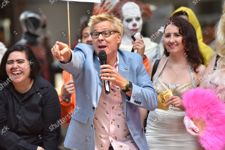 Kato Kaelin interacts with fans on day two at Wizard World at the Donald E Stephens Convention Center, in Chicago