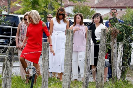 Brigitte Macron (2-L), wife of French President Emmanuel Macron, U.S. First Lady Melania Trump (C), Akie Abe (R), wife of Japan's Prime Minister Shinzo Abe, Chile's First Lady Cecilia Morel (L), Jenny Morrison (2-R), wife of Australia's Prime Minister Scott Morrison arrive in a field of Espelette pepper during a visit on traditional Basque culture as part of the G7 summit, in Espelette, near Biarritz, France, 25 August 2019. The G7 Summit runs from 24 to 26 August in Biarritz.