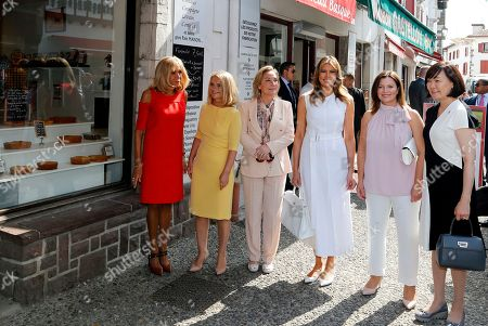 Brigitte Macron (L), wife of French President Emmanuel Macron, U.S. First Lady Melania Trump (3-R), Akie Abe (R), wife of Japan's Prime Minister Shinzo Abe, Chile's First Lady Cecilia Morel (3-L), Jenny Morrison (2-R), wife of Australia's Prime Minister Scott Morrison, and Malgorzata Tusk (2-L), wife of European Council President Donald Tusk pose in front of a bakery during a visit on traditional Basque culture as part of the G7 summit, in Espelette, near Biarritz, France, 25 August 2019. The G7 Summit runs from 24 to 26 August in Biarritz.
